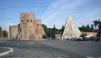 Пирамида Цестия фото